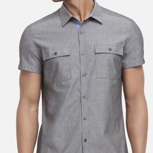 Kenneth Cole men's buttons down shirt